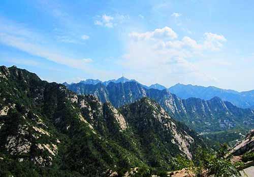 青岛大泽山风景名胜区东南距青岛市130公里,西距潍坊市100公里,北