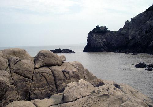 一个海上风景旅游度假区,位于名柚(文旦)之乡---玉环县的东海披山洋上