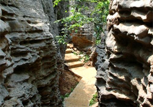 狼巷迷谷风景区位于凤阳县南部,韭山国家森林公园和省级凤阳山