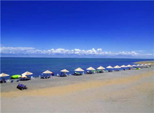 如果要去阿洪口(也叫莲海世界),扬水站,白鹭洲等博斯腾湖南岸的景点