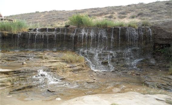 长流水生态旅游区,地处毛乌素沙漠边缘,位于宁夏灵武市白土岗乡