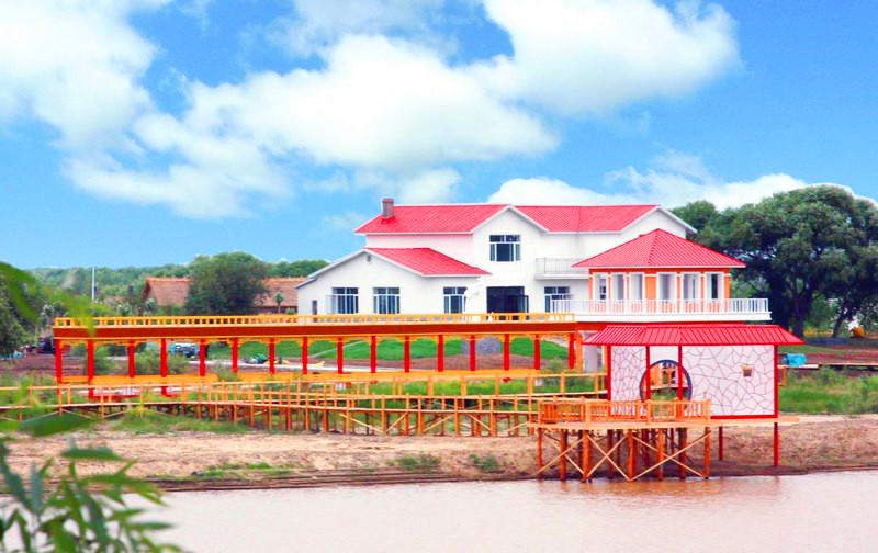 月牙湖中国北方民族园风景区位于鹤岗市绥滨县忠仁镇中兴新区,是国家