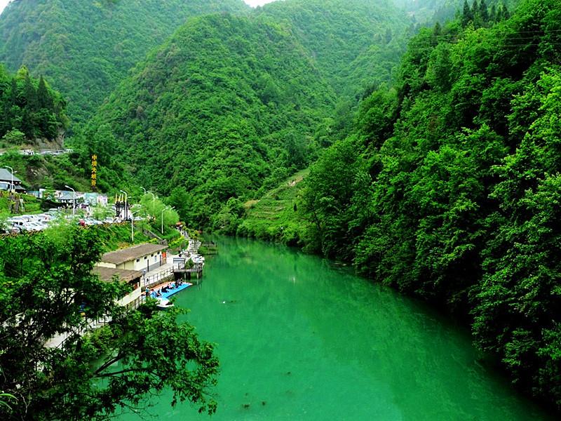 石泉中坝大峡谷风景区占地21平方公里,为5.